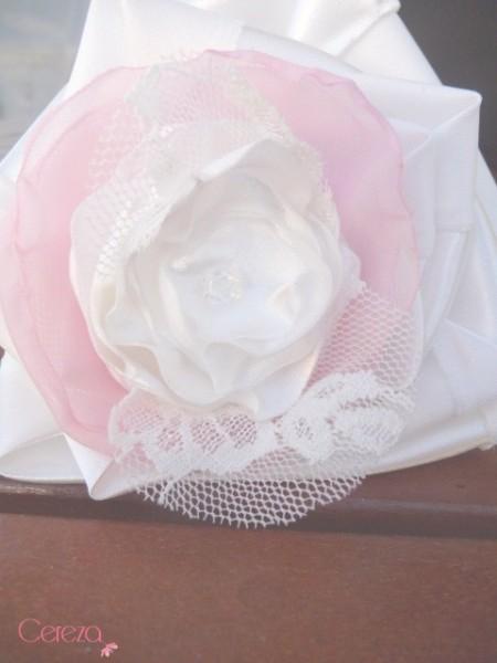 bouquet de mariage chic dentelle ivoire satin organza cereza