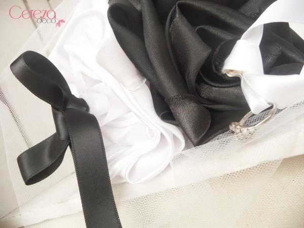 mariage noir et blanc porte alliance fleur mariage original baroque blanc noir personnalisé cereza deco 3