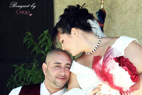 bouquet de mariage original bijou chic ivoire bordeaux real wedding cereza deco 1