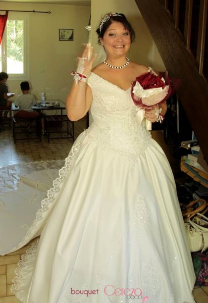 bouquet de mariage original bijou chic ivoire bordeaux real wedding cereza deco (5)