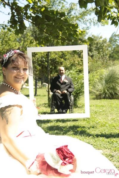 mariage ivoire et bordeaux bouquet de mariée original tissu bijou chic ivoire bordeaux real wedding cereza deco (6)
