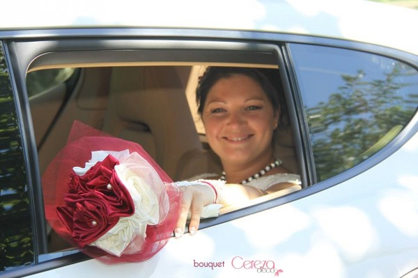 bouquet de mariage original bijou chic ivoire bordeaux real wedding cereza deco (7)