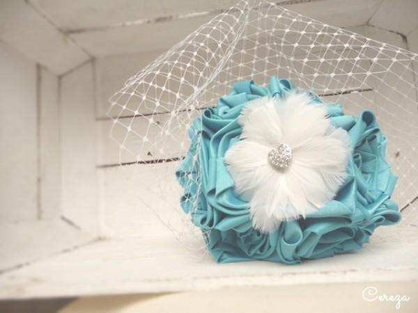 mariage turquoise, blanc et plumes bouquet mariee original bijou cereza