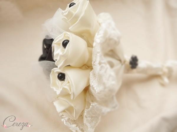 bouquet de mariee original tissu satin creation personnalisee Mademoiselle Cereza mariage