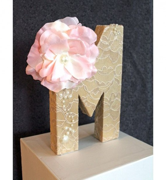 idee deco mariage ivoire rose dentelle initiale lettre diy Mademoiselle Cereza blog mariage
