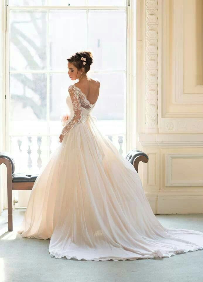 robe mariee dentelle romantique chic naomi neoh Mademoiselle Cereza blog mariage