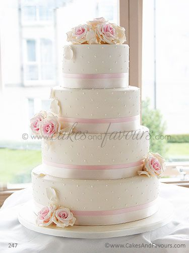 white and pink rose wedding cake mariage ivoire dentelle carnet d inspiration 27216