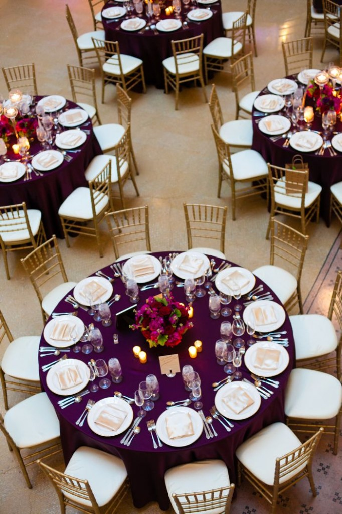 idees mariage rose violet blanc decoration florale table Mademoiselle Cereza blog mariage