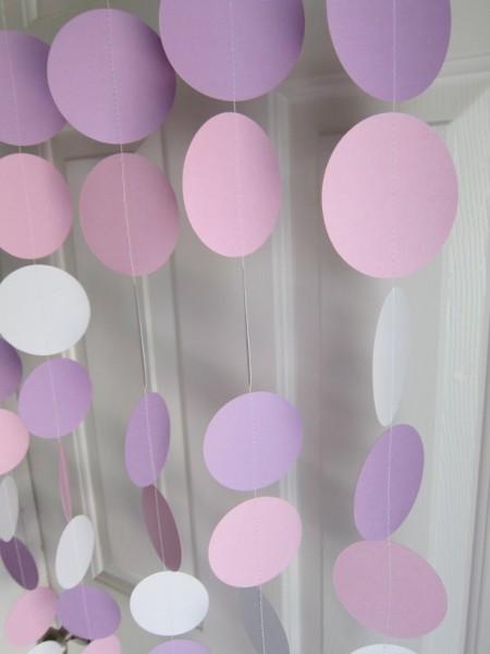 idees mariage violet rose blanc guirlande ronds de papier Mademoiselle Cereza blog mariage