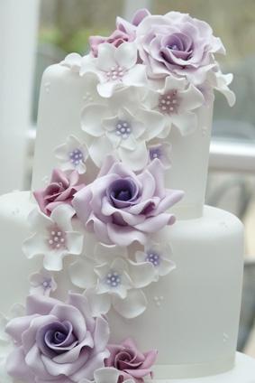 wedding cake idee mariage violet rose blanc floral Mademoiselle Cereza blog mariage