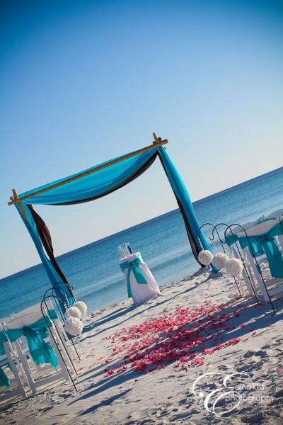 idées mariage turquoise blanc cérémonie laïque mariage sur la plage turquoise blanc arche
