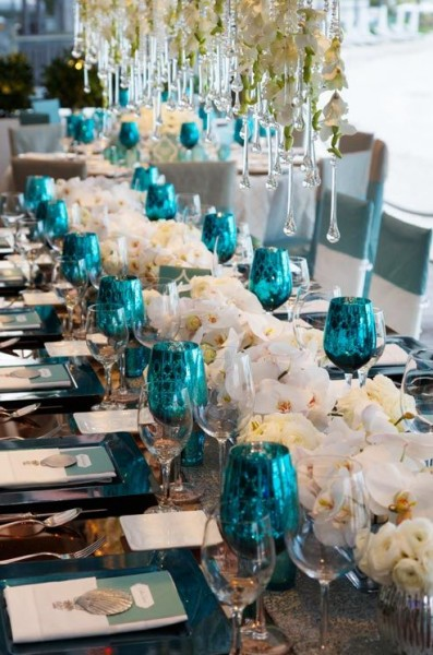 idée deco table mariage turquoise blanc orchidée touches de noir et argent