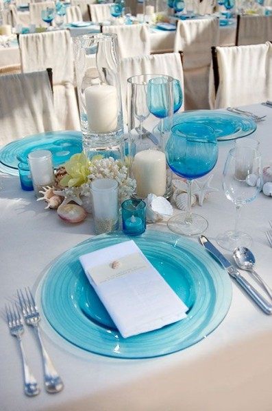 idées mariage turquoise blanc déco table table floral coquillages bougies