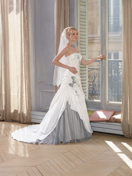 mariage ivoire gris robe de mariée coloree romantique