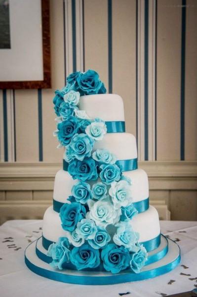 wedding cake fleurs turquoise blanc mariage idée