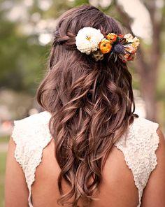 idées de coiffure mariée bohème cheveux longs boheme fleurs tresse couronne arriere 2