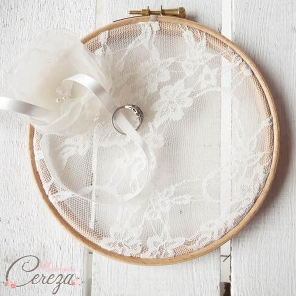 mariage dentelle romantique accessoire porte alliances original dentelle fleur personnalisable mademoiselle cereza