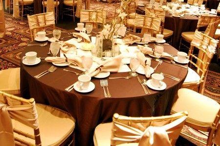 idée déco salle mariage ivoire chocolat élégant touches or doré