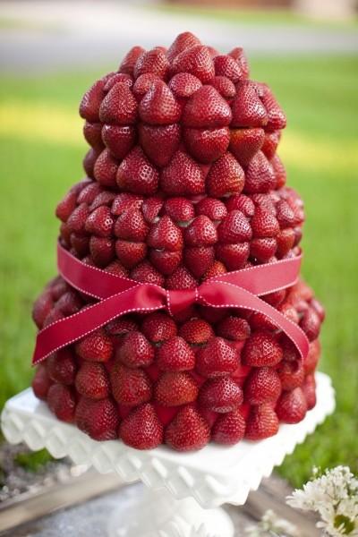 idées de dessert de mariage original  piece montee fruits strawberry field