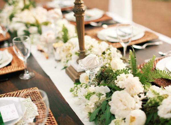idées mariage ivoire chocolat déco salle chapiteau or vert élégant chandelier table bois brut 2