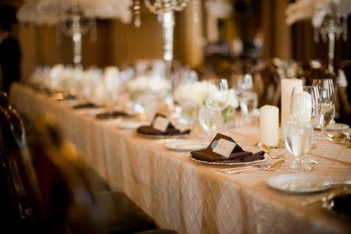 idées mariage ivoire chocolat déco table élégant nappe damassée