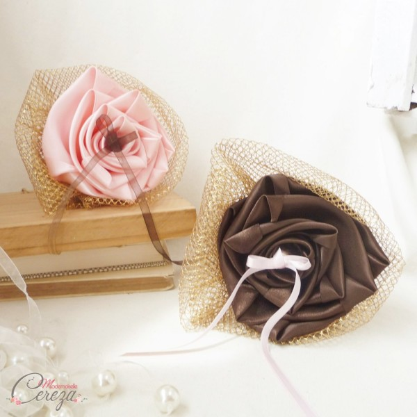 mariage marron chocolat rose et or porte-alliances original fleur