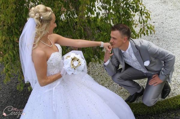 mariage doré or blanc bouquet mariée original tissu tulle perles cereza