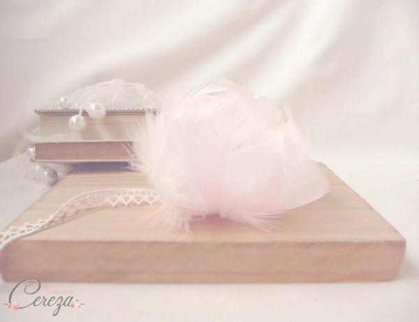 bracelet mariee pivoine plumes rose pale nude dentelle ivoire cereza mademoiselle 4