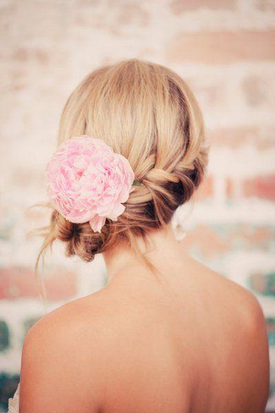 idée coiffure mariee chignon tressé côté pivoine blog mariage cereza mademoiselle