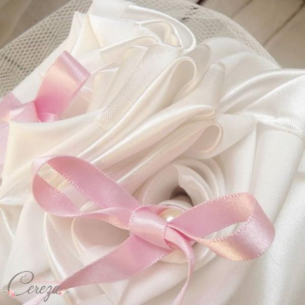 mariage ivoire rose porte alliance romantique fleurs