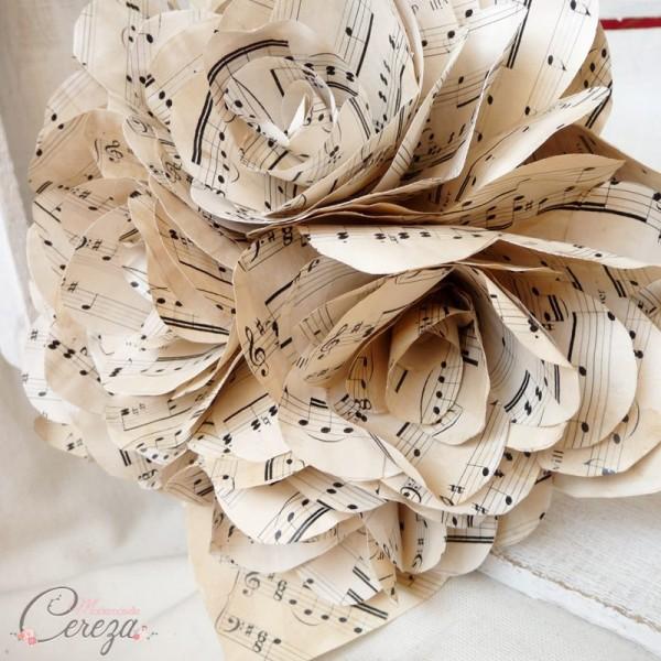 mariage à thème musique bouquet mariée partitions vintage rétro
