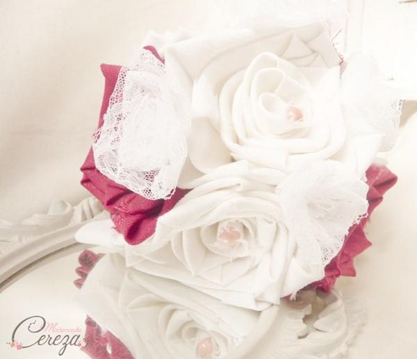 mariage corail rouge blanc bouquet mariee original lin dentelle perles bijou