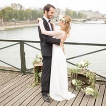 mariage bohème chic à Paris robe de mariée dos nu boheme dentelle bijoux accessoires Mademoiselle Cereza