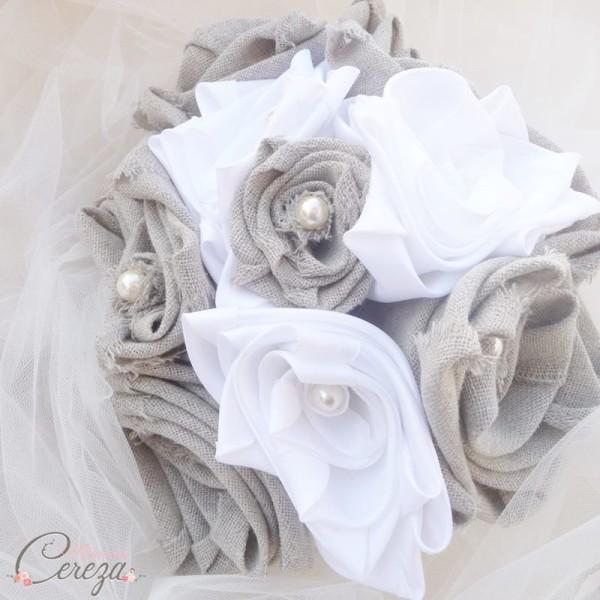 bouquet-mariage-original-campagne-chic-fleurs-lin-tissu-beige-blanc-perles-manon-melle-cereza-deco