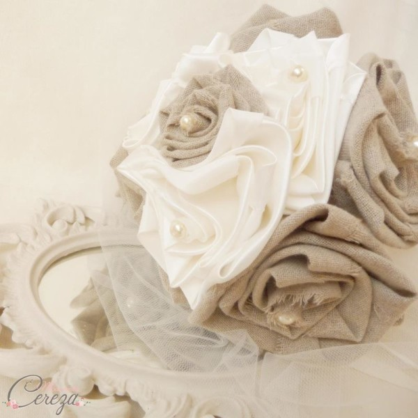 bouquet-mariage-original-campagne-chic-fleurs-lin-tissu-beige-ivoire-perles-manon-melle-cereza-deco
