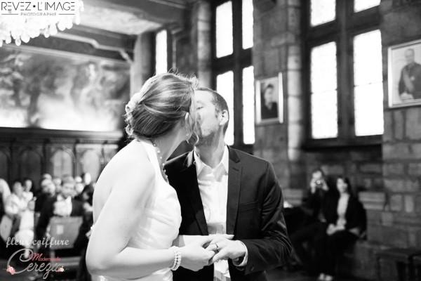 chignon mariée fleur bijou idée chic coiffure mariage