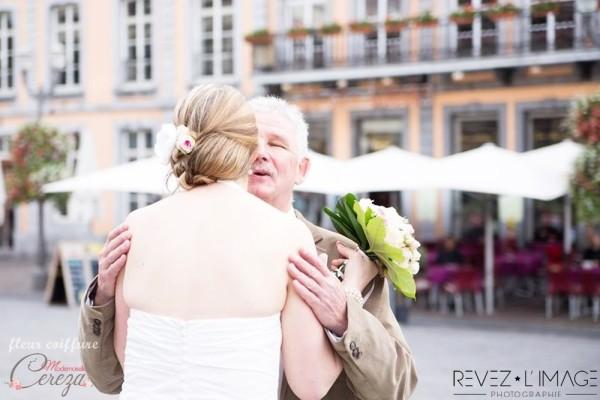 coiffure mariée idée chignon classe chic romantique fleur