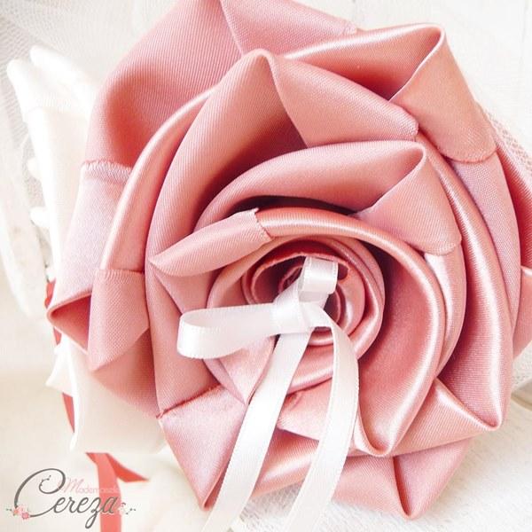 mariage vieux rose ivoire fleur porte-alliances romantique chic