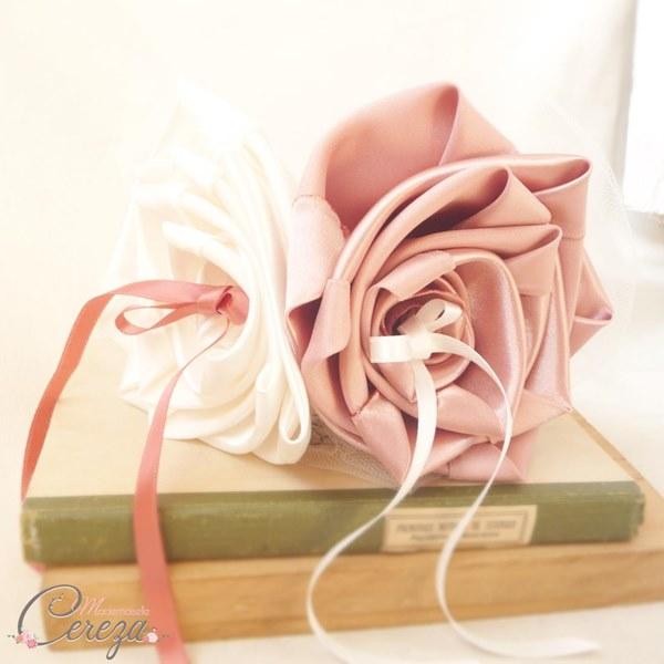 mariage vieux rose ivoire coussin alliances original romantique bouquet