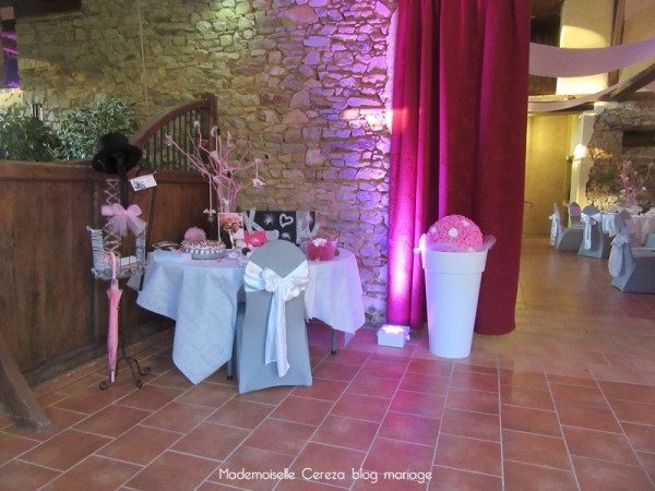 idee deco salle mariage coin livre or Melle Cereza blog mariage