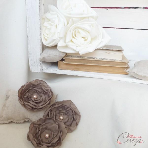 fleurs ivoire taupe mariage personnalisé Mademoiselle Cereza Déco