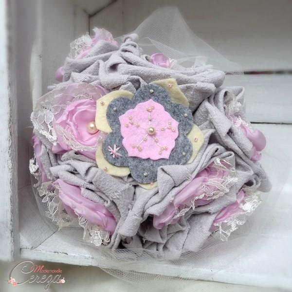 bouquet de mariage original campagne chic lin dentelle gris ivoire rose Mademoiselle Cereza