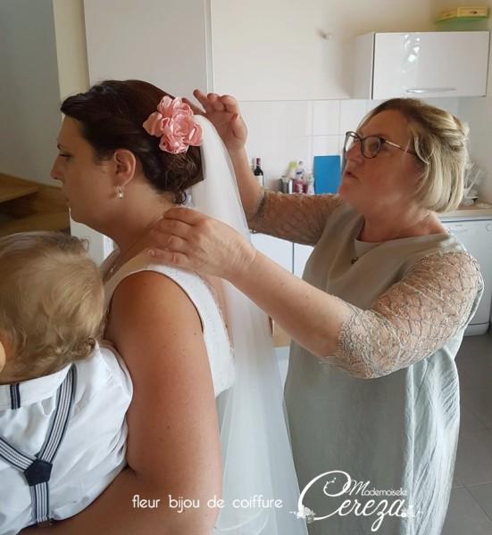 accessoire-mariage-chic-romantique-coiffure-fleur-rose-poudre-Melle-Cereza-sur-mesure-made-in-france